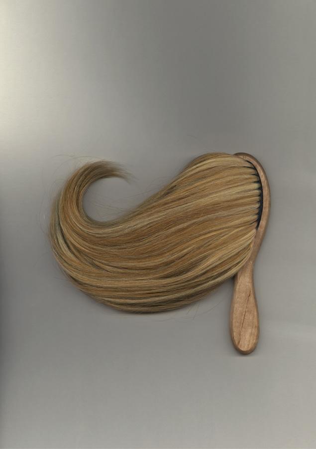 35 BLONDE HAIR BRUSH